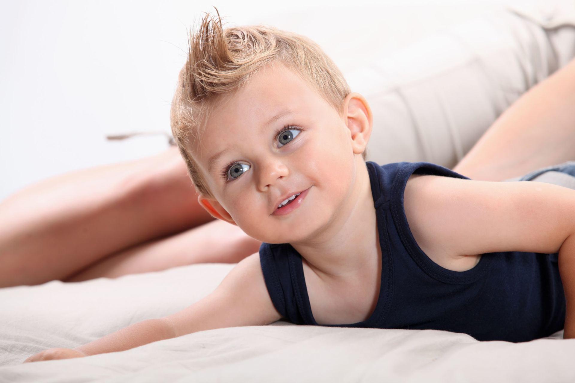 Vidutinio dydzio berniuko narys Padidejo 5 cm nuotrauka